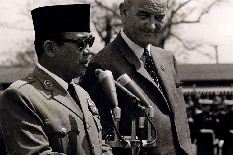 Sukarno memberikan jawaban untuk pidato sambutan Kennedy di Pangkalan Angkatan Udara Andrews.