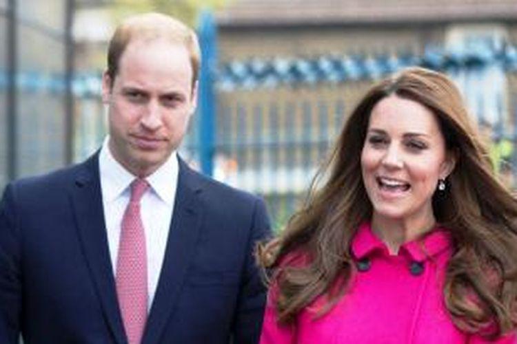 Foto bertanggal 27 Maret 2015 memperlihatkan Pangeran William dan Kate Middleton saat menghadiri acara di London, Inggris.