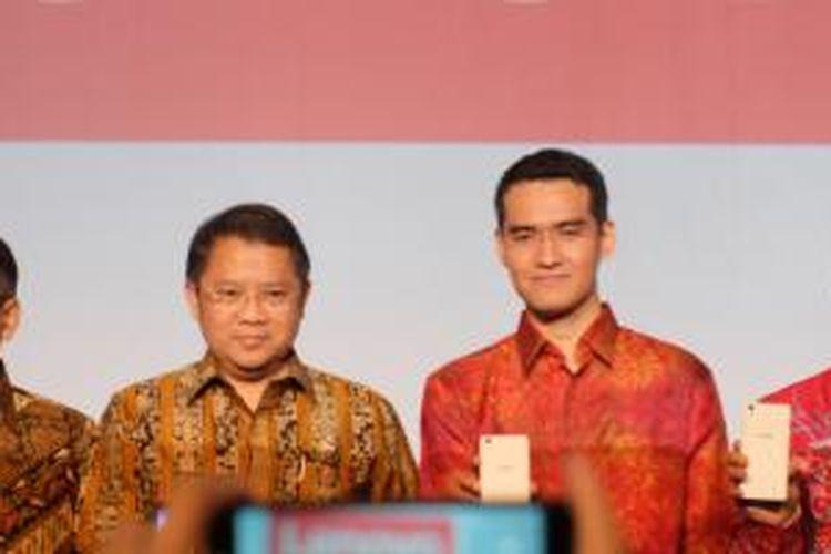 (ki-ka) Menperin Saleh Husin, Menkominfo Rudiantara, Country Lead Lenovo Smartphone Indonesia Adrie Suhadi, Senior VP Lenovo Mobile Business Group Chen Xudong