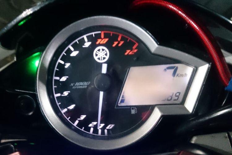 Speedometer digital terbakar matahari (sunburn)