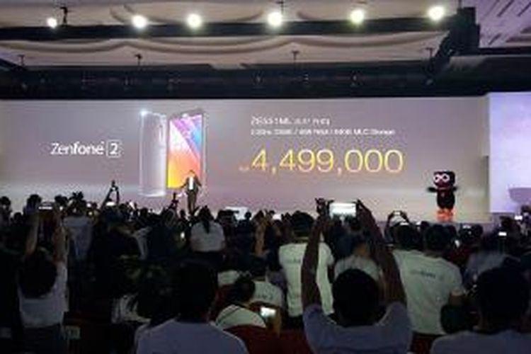 Asus mengumumkan harga Zenfone 2 untuk varian tertinggi dengan RAM 4 GB dan memori 64 GB, di Jakarta, Selasa (21/4/2015).