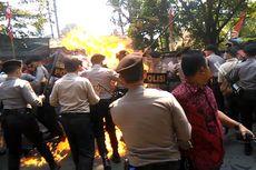 [POPULER NUSANTARA] Pelajar SMK Beri Minum Polisi yang Terbakar   Bupati Mimika Marah Menteri Jonan ke Freeport