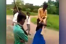 Dituding Selingkuh, Perempuan Ini Dihukum Gendong Suami di Pundak