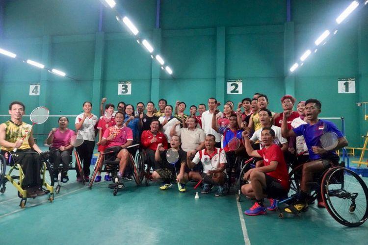 Presiden Joko Widodo mengunjungi pelatnas bulu tangkis dan tenis meja Asian Para Games 2018 di Hartono Trade Centre, 15 September 2018.