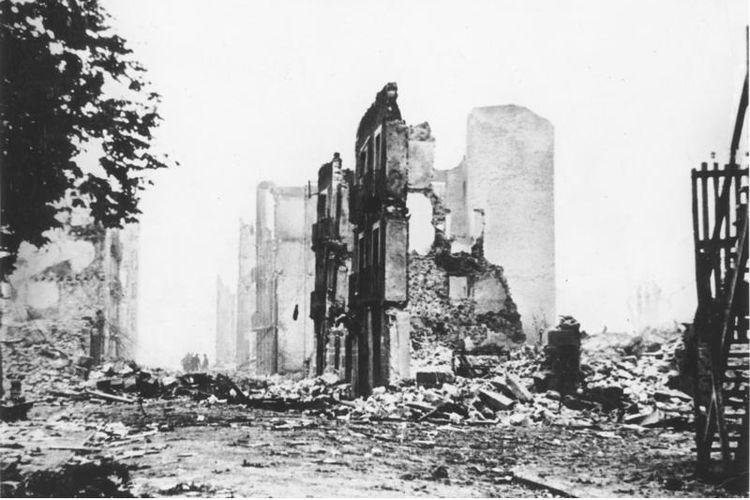 Puing-puing kota Guernica usai diserang AU Jerman dan Italia pada 26 April 1937.