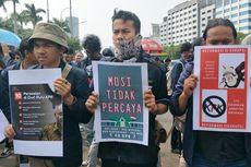 Kritik Kinerja Wakil Rakyat, Ratusan Mahasiswa Gelar Aksi Teatrikal Depan Gedung DPR RI