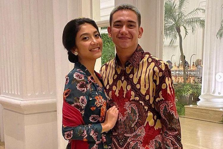 Aktor Adipati Dolken dan kekasihnya Canti Tachril.