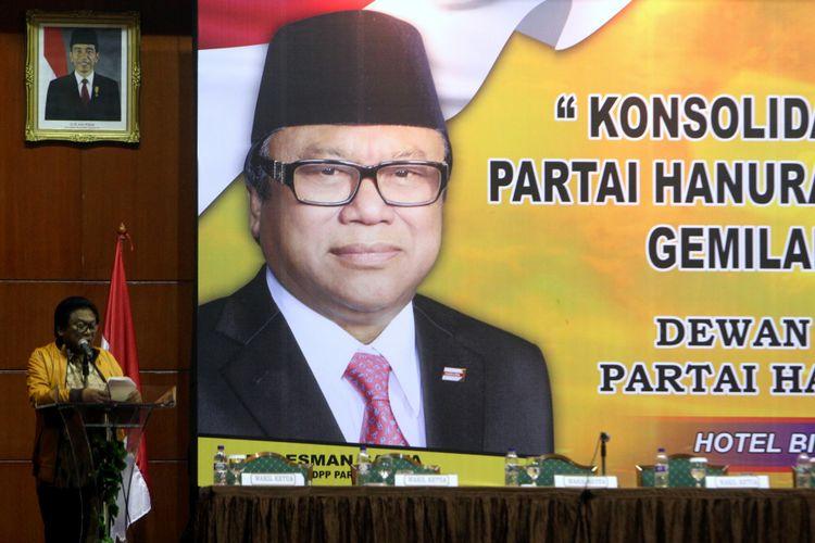Ketua Umum Partai Hati Nurani Rakyat (Hanura), Oesman Sapta Odang (OSO) memberikan arahan dalam acara Konsolidasi dan Gerakan S-5 Partai Hanura Menuju Kemenangan Gemilang Pemilu 2019 yang di gelar di gedung Bidakara, Jakarta, Kamis (4/5/2017).