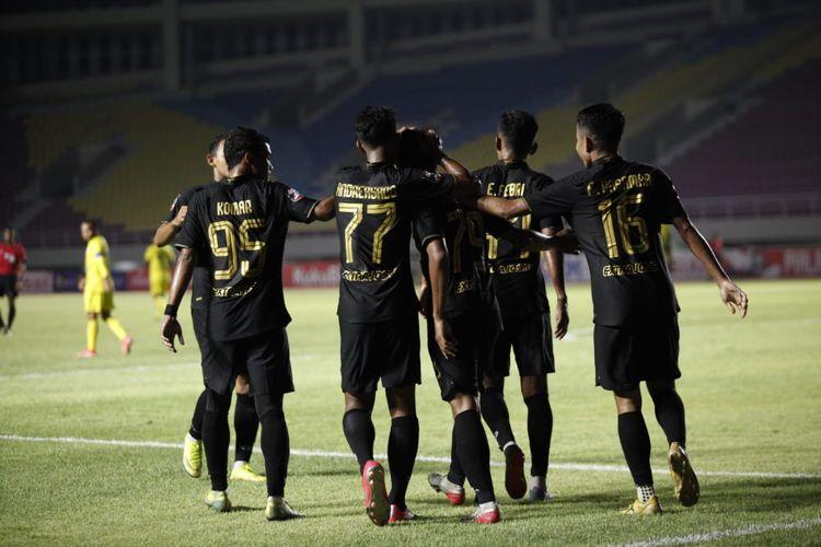 Skuad PSIS Semarang saat merayakan salah satu gol ke gawang Barito Putera pada laga kedua fase grup Piala Menpora 2021 yang berlangsung di Stadion Manahan, Solo, Minggu (21/3/2021) malam WIB.