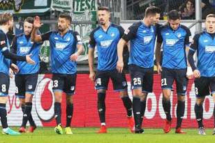 Penyerang Hoffenheim Sandro Wagner (14) merayakan golnya dalam pertandingan Bundesliga1 melawan Werder Bremen pada 21 Desember 2016.