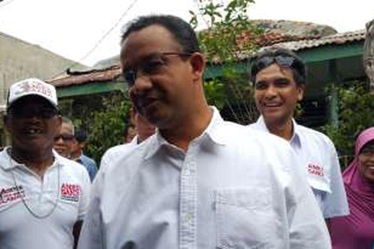 Calon gubernur DKI Jakarta Anies Baswedan blusukan mengunjungi permukiman warga di Kelurahan Jati, Pulogadung, Jakarta Timur, Selasa (10/1/2017) siang.