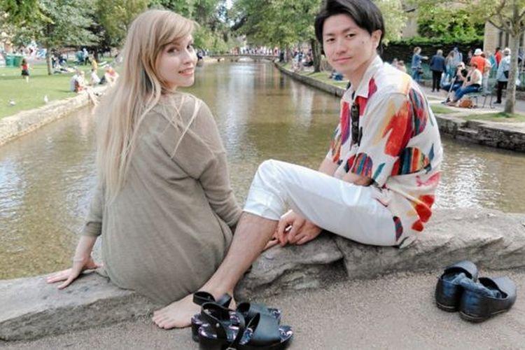 Holly Eason (kiri) dan tunangannya Masakazu Yamamoto (kanan).