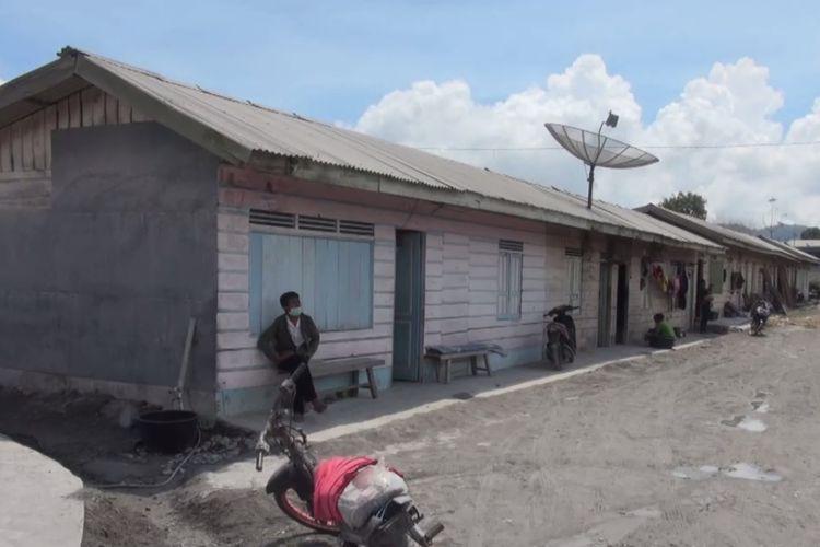 inilah suasana warga yang hanya bisa berdiam diri di rumah, akibat abu vulkanik menutupi sebahagian besar wilayah mereka