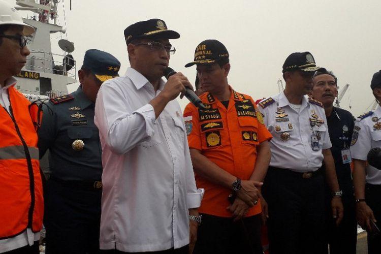 Menteri Perhubungan Budi Karya Sumadi memberikan keterangan kepada wartawan di Dermaga JICT 2 Pelabuhan Tanjung Priok, Selasa (30/10/2018).