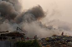 Hingga Sore Ini, Api Masih Berkobar di Lokasi Kebakaran Dekat Bandara Soekarno-Hatta