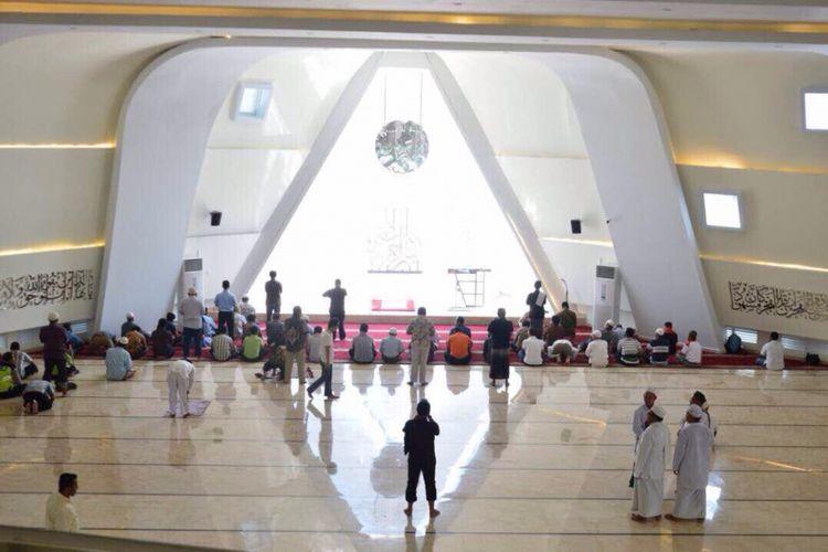 Interior Masjid Al Safar yang ada di Rest Area KM 88 Tol Purbaleunyi