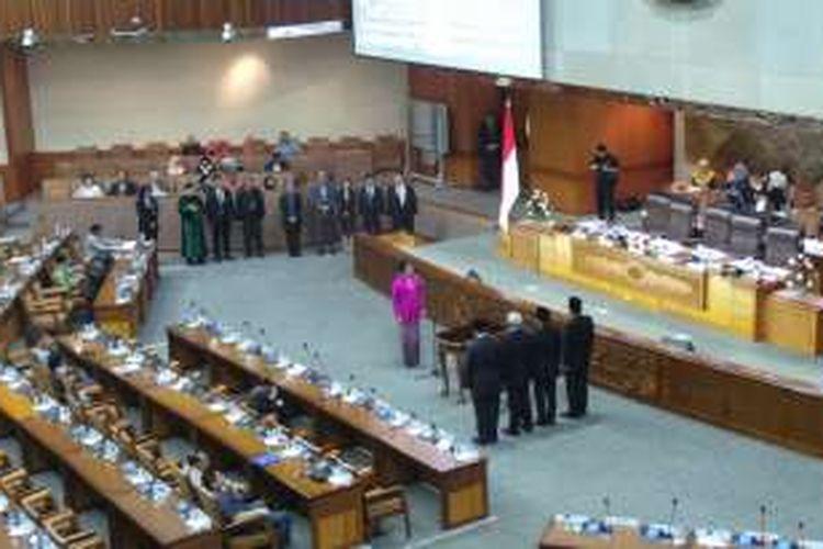 Alfia Reziani dilantik sebagai anggota DPR menggantikan Puan Maharani, Kamis (17/3/2016)