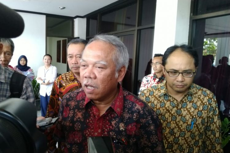 Menteri Pekerjaan Umum dan Perumahan Rakyat Basuki Hadimuldjono
