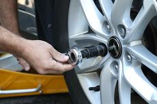 Cegah Pencurian Pelek Mobil dengan Baut Khusus