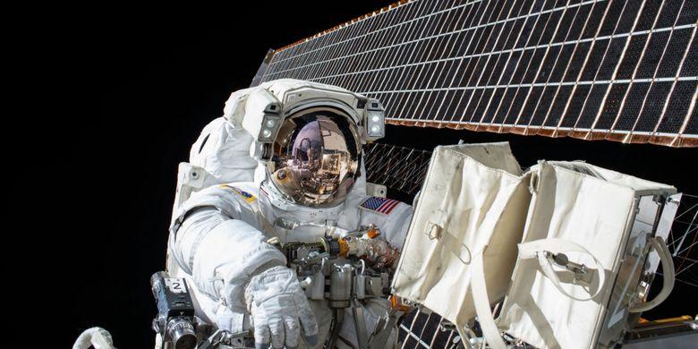 Di antara banyak tugas lainnya, para astronot bisa bekerja di Stasiun Luar Angkasa Internasional (ISS) NASA.