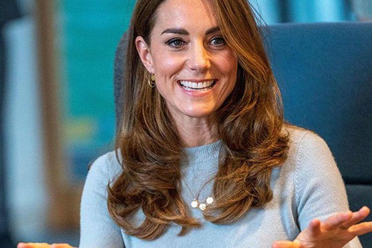 Kate Middleton ketika hadir di Universitas Derby.