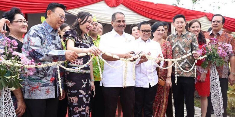 Menteri Pariwisata Arief Yahya didampingi Bupati Banyuwangi Abdullah Azwar Anas meresmikan Harvest Resort and Village di Banyuwangi, Jawa Timur, Sabtu (9/9/2017).