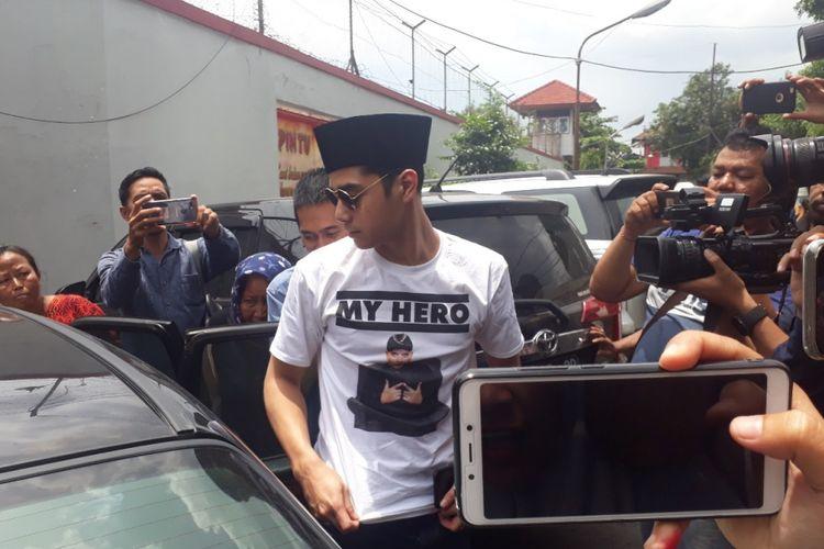 Alghazali jenguk ayahnya di Rutan Medaeng, Kamis (21/2/2019)