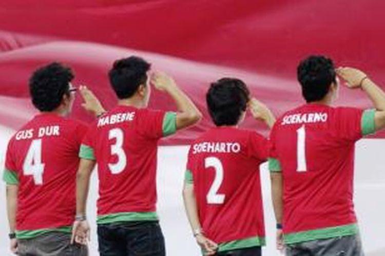 Ilustrasi. Gaya dan Aksi para suporter Timnas Indonesia saat melawan Timnas Singapura dalam laga Piala AFF 2012 di Stadion Nasional Bukit Jalil, Kuala Lumpur, Malaysia, Rabu (28/11/2012).