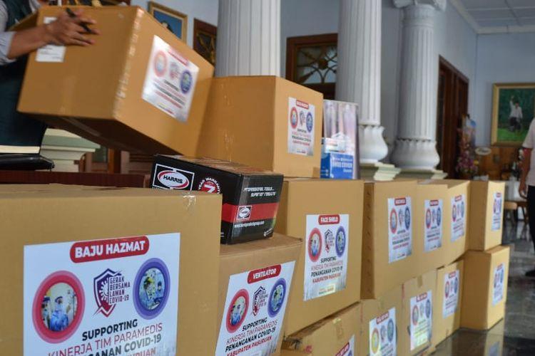 PT HM Sampoerna Tbk menyerahkan bantuan ventilator dan alat pelindung diri (APD) kepada pemerintah kabupaten Pasuruan.