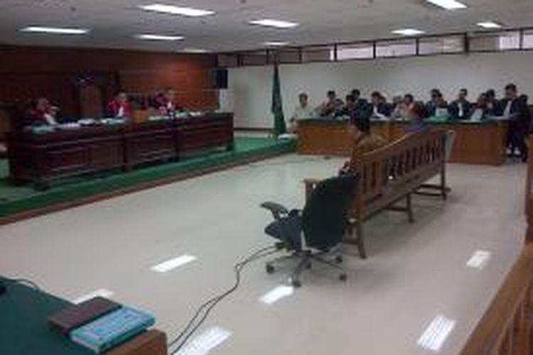 Mantan Kepala Dinas Perhubungan DKI Jakarta Udar Pristono bersaksi dalam sidang korupsi pengadaan bus Transjakarta di Pengadilan Tipikor, Jakarta, Senin (3/11/2014)