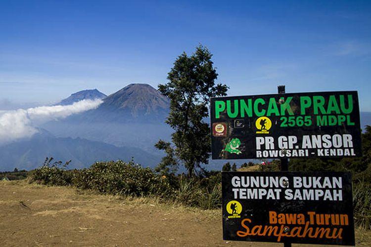 Panorama alam yang memesona di Gunung Prau, Jawa Tengah.