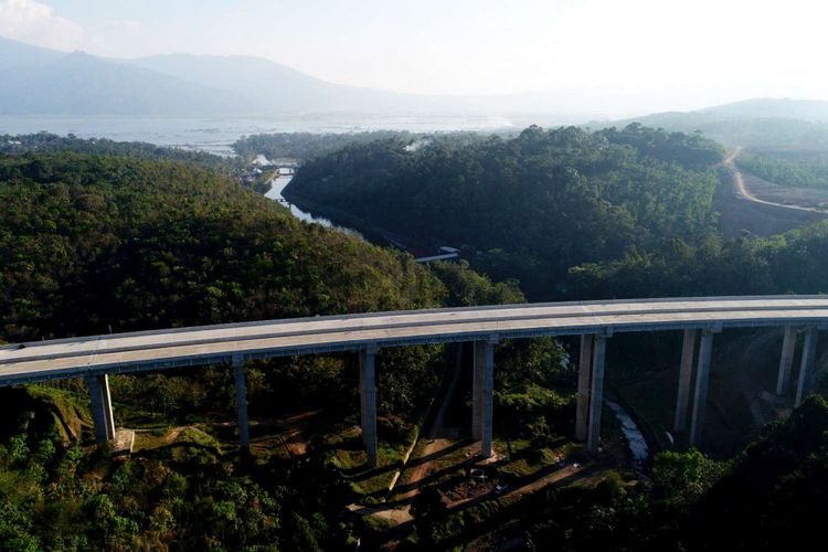 Ilutrasi Jembatan Tungtang di Ruas Tol Bawen-Salatiga, Jawa Tengah, Jumat (16/6/2017).