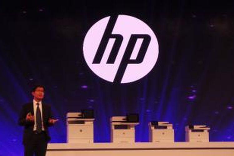 Vice President Printing Systems Hewlett Packard Asia Pacific and Japan Leong Han Kong saat memperkenalkan printer dengan fitur paling aman di dunia, di China World Hotel, Beijing, Selasa (22/9/2015). Printer-printer ini rencananya baru akan dipasarkan pada November 2015.