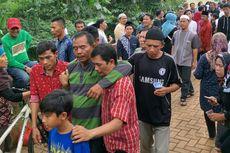 Kerabat Korban Kecelakan Tanjakan Emen Pingsan, Tak Kuasa Tahan Haru