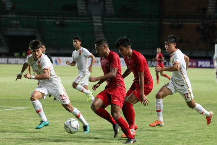 Pertandingan uji coba antara timnas U-19 Indonesia vs China yang dihelat di Stadion Gelora Bung Tomo, Surabaya, Kamis (17/10/2019) malam.