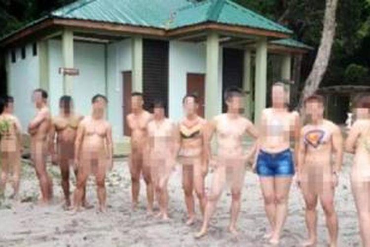 Inilah sebagian orang yang tampil dalam sebuah video yang kini menggemparkan Malaysia. Dalam video itu sejumlah pria dan wanita asyik melakukan berbagai kegiatan sambil telanjang bulat di sebuah kawasan pantai di Penang, Malaysia.