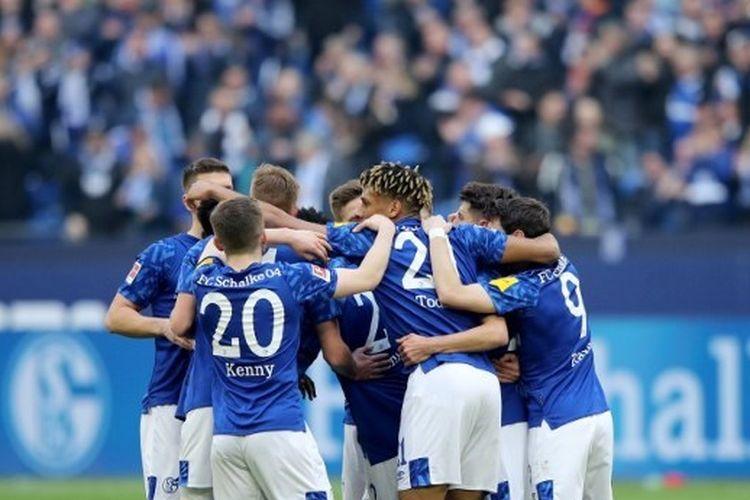 Para pemain Schalke merayakan gol pada pertandingan menghadapi Hoffenheim di Stadion Veltins Arena, 7 Maret 2020.