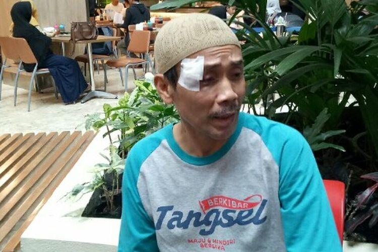 Tasrudin Muzakir, warga Pamulang, Tangerang Selatan menjadi salah satu dari tiga korban pelemparan batu saat menaiki kereta rel listrik jurusan (KRL) jurusan Parung Panjang, Selasa (18/2/2020) malam.   Akibat kejadian tersebut membuat pelipis bagian kanannya mengalami luka sobek.