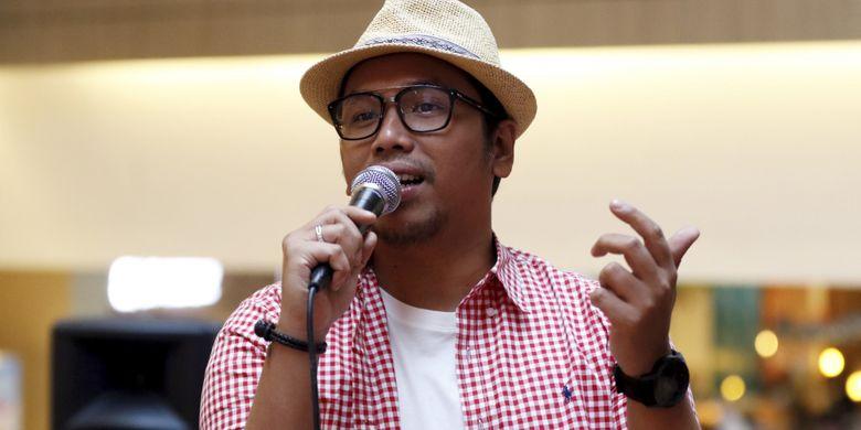 Penyanyi Sammy Simorangkir saat acara Dagienkz Vena in Motion Selebrasi 17-an di Mall Kota Kasablanka, Jakarta Selatan, Kamis (17/8/2017). Selain penyanyi Sammy Simorangkir, Nadya Fatira dan Sandy Canester turut memeriahkan acara tersebut.