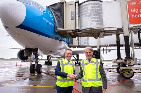 Wah, Ini Garbarata Pesawat Ganda Pertama di Dunia!