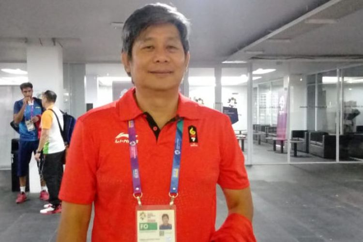 Pelatih ganda putra Indonesia, Herry Iman Pierngadi, berpose seusai menjawab pertanyaan dari awak media di area mixed zone Istora Senayan, Jakarta, Senin (20/8/2018).