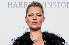 Kate Moss Ungkap Rahasia Sederhana Miliki Kulit Cantik Bersinar