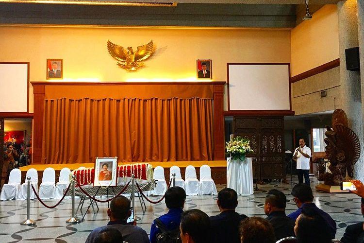 Duta Besar Indonesia untuk Singapura Ngurah Swajaya menyampaikan belasungkawa mendalam atas wafatnya mantan Ibu Negara Ani Yudhoyono, Sabtu (1/6/2019). (Kompas.com/Ericssen)