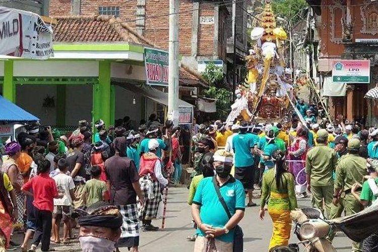 Prosesi Upacara Pngabenan di Desa Sudaji, Buleleng, Bali, Jumat (1/5/2020) lalu.