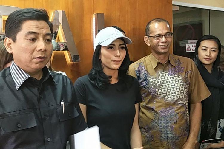 Tyas Mirasih bertemu dengan pihak Komisi Perlingungan Anak Indonesia (KPAI) di kantor KPAI, Menteng, Jakarta Pusat, pada Jumat (16/3/2018) untuk membahas tudingan penculikan dan eksploitasi anak.
