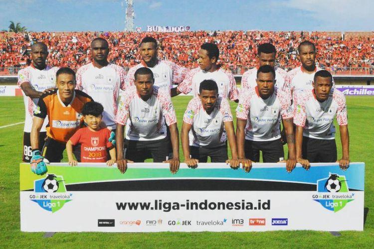 Skuad Persipura Jayapura yang tampil pada laga kontra Bali United di Gianyar, Minggu (23/4/2017).