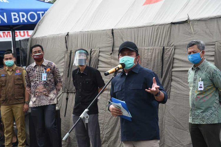 Gubernur Sumatera Selatan Herman Deru saat memberikan arahan di posko Gugus Tugas Pencagahan Covid-19.