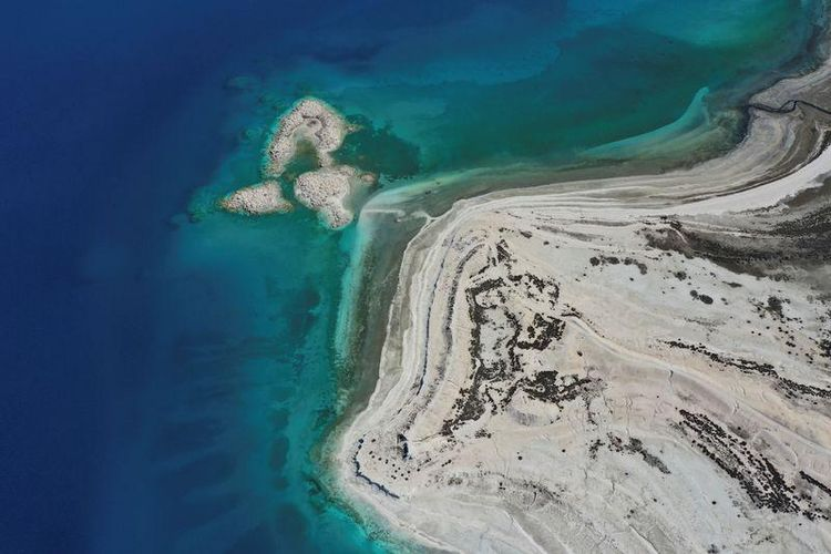 Danau Salda di Turki. Ilmuwan menemukan endapan mineral di danau ini menyimpan petunjuk kehidupan purba planet. Kandungan mineral seperti yang ditemukan di Kawah Jezero, planet Mars.