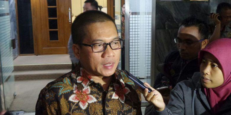 Anggota Komisi II DPR Yandri Susanto di Kompleks Parlemen, Senayan, Jakarta, Senin (16/10/2017).