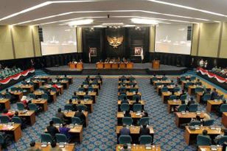 DPRD DKI Jakarta menggelar sidang paripurna untuk mendengarkan pengunduran diriGubernur DKI Jakarta Joko Widodo (Jokowi), di Jakarta Pusat, Kamis (2/10/2014). Pengunduran diri ini karena Jokowi sebagai presiden terpilih akan segera dilantik pada 20 Oktober mendatang.